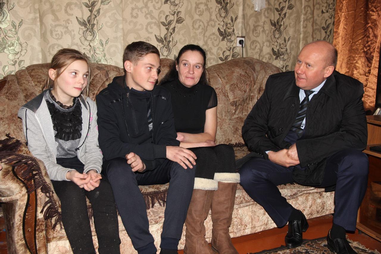 Вячеслав Космачев с семьёй Никиты Карнашенко